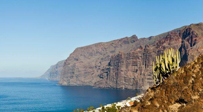 1200px-Los_Gigantes,_Tenerife,_España,_2012-12-16,_DD_10
